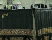 سقوط أمطار فى الحرم المكى خلال تبديل ثوب الكعبة المشرفة.. فيديو وصور