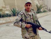 """كلنا جيش مصر.. """"سيد"""" من القليوبية يشارك صحافة المواطن بالزى العسكرى"""