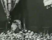 فيديو عمره 80 عاماً للملك عبد العزيز أثناء استعداده لغسل الكعبة