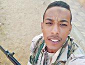 """كلنا الجيش المصرى.. """"أحمد"""" يشارك صورته بالزى العسكرى خلال فترة التجنيد"""
