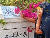 بوسي شلبي من أمام قبر محمود عبد العزيز: الدعاء لأمواتنا زوجى وأمى وأختى ورجاء