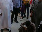 الفريق الطبى بمستشفى الأقصر العام للعزل الصحى يحتفلون بالعيد بذبح خروف