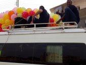 صور.. شباب الكرنك يوزعون البالونات والهدايا على الأهالى احتفالاً بالعيد