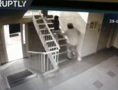 فيديو.. شجاعة طفلة قاومت رجلا أراد خطفها فى مدينة روسية