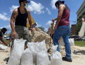 أهالى ولاية فلوريدا الأمريكية يستعدون لاستقبال إعصار إسياس