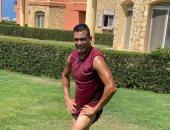 عصام الحضرى يستعرض لياقته البدنية بعد التدريب الصباحى × 3 صور