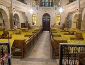 الكنائس تستعد لاستقبال القداسات بعلامات تباعد وأشرطة لاصقة بالكراسى