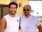 أبيض × أبيض.. أحمد السقا وخالد أنور يستمتعان بأجازة الصيف.. صورة