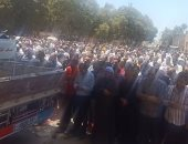 صور .. صلاة الجنازة على عضو مجلس النواب بمسقط رأسه ببلبيس بقرية إنشاص الرمل