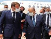 """لبنانيون يقارنون بين """"كرافته"""" عون وماكرون.. ونشطاء: رئيس فرنسا أكثر حزنا"""