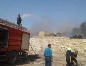 رئيس مدينة قويسنا ينتقل لمكان الحريق الهائل بمخزن الكرتون ..صور