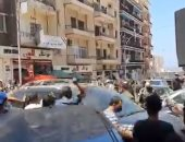 لبنانيون يرفعون المشنقة لمحافظ بيروت ويطردونه أثناء تفقده الجميزة.. فيديو