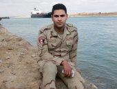 """كلنا جيش مصر.. """"محمود"""" من القليوبية يشارك صورته بالزى العسكرى"""