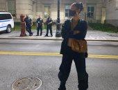 بيلا حديد تسخر من الشرطة الأمريكية لعدم ارتدائها كمامات طبية.. صور