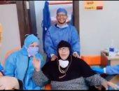 """خروج 12 متعافيا من كورونا بمستشفى العديسات ومسنة تطلق الزغايد وتدعو للأطباء""""فيديو"""""""