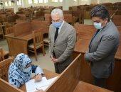 نائب رئيس جامعة طنطا يتفقد امتحانات الدراسات العليا بكلية الطب.. صور