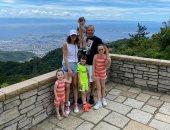 أندريس إنييستا يستغل وقت فراغه في زيارة المعالم السياحية باليابان.. صور