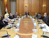 وزير الانتاج الحربى يلتقى عددا من رؤساء شركات الوزارة لمتابعة سير المشروعات