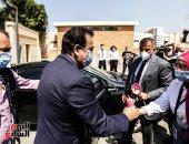 صور.. وزير التعليم العالى يتفقد مسرح جامعة عين شمس