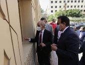صور.. وزير التعليم العالى يتفقد مكتب التنسيق المركزى بجامعة عين شمس