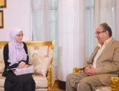 صور.. جامعة مصر للعلوم والتكنولوجيا تمنح الطالبة نور منحة مجانية بكلية الطب