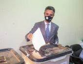 رئيس البريد يُدلى بصوته في انتخابات مجلس الشيوخ بالتجمع
