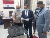 صور.. رئيس جامعة دمنهور يدلى بصوته فى لجان المغتربين لانتخابات الشيوخ