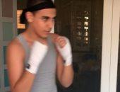 محمد لطفى يشارك جمهوره صورة ابنه عمر أثناء ممارسته الملاكمة: لعبة صعبة وإصابتها خطيرة