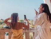 """هكذا تستمتع """"هاربر"""" ابنة فيكتوريا بيكهام برحلتها فى اليونان.. صور"""