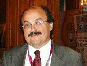 رئيس جامعة القاهرة ينعى الدكتور خالد مكين وكيل طب قصر العينى الأسبق