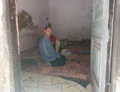 صور.. مأساة معاق ووالده المريض يطالبان ببناء منزلهم المتصدع بسبب السيول