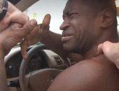 الأفريقي جورج فلويد يبكى ويتوسل للشرطة الأمريكية لعدم قتله في فيديو جديد