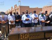 محمد فؤاد المهندس يؤم صلاة الجنازة على الفنانة الراحلة شويكار