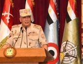 وزير الدفاع يلتقى عدداً من الضباط المعينين لتولى الوظائف القيادية بالقوات المسلحة