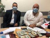 ضبط 98 ألف دولار مع راكب قادم من جنوب السودان بمطار القاهرة .. صور