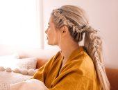 5 دروس بسيطة للحصول على تسريحات شعر جذابة من غير كوافير.. فيديو