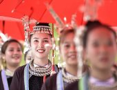 شباب صينيون يحتلقون بمهرجان الغوص فى مقاطعة قويتشو.. صور