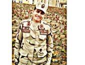 """كلنا جيش مصر.. """"محمد"""" من البحيرة يشارك صورته بالزى العسكرى"""