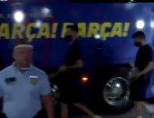 فيديو جديد لرد فعل جماهير برشلونة عقب عودة لاعبي الفريق إلى إسبانيا