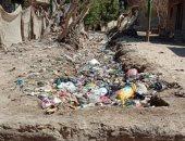 أهالى قرية برنشت بالجيزة يشكون تراكم القمامة بالترعة وعدم وجود مصرف