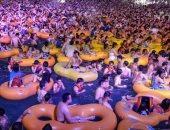 صور صادمة لآلاف الصينين في حمام السباحة بمدينة ووهان دون تدابير احترازية