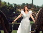 ليلى زاهر فى جلسة تصوير جديدة بفستان أبيض