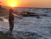 ليلى علوى تستمتع بالبحر وتنصح جمهورها: غذى روحك بالمياه المالحة.. صور