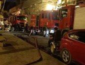 السيطرة على حريق اندلع داخل مخزن بشارع المعز دون إصابات