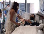 حفل زفاف لمصاب بكورونا داخل المستشفى يساعده على تحسن حالته الصحية..فيديو وصور