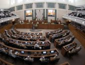 الكويت تشطب 33 مرشحا وتستبعد آخر من سباق انتخابات مجلس الأمة