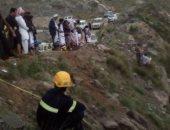 مصرع عروسين بالسعودية سقطا من أعلى جبل أثناء الاحتفال بالزفاف.. فيديو