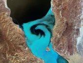 ظاهرة طبيعية تتسبب فى تحويل بحيرة نيفادا إلى اللون الفيروزى.. اعرف القصة