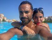شاهد.. كريم فهمى يقضى عطلته الصيفية بصحبة زوجته