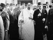 قصة صورة عمرها 74 سنة للملك فاروق يصطحب الملك عبد العزيز للأزهر